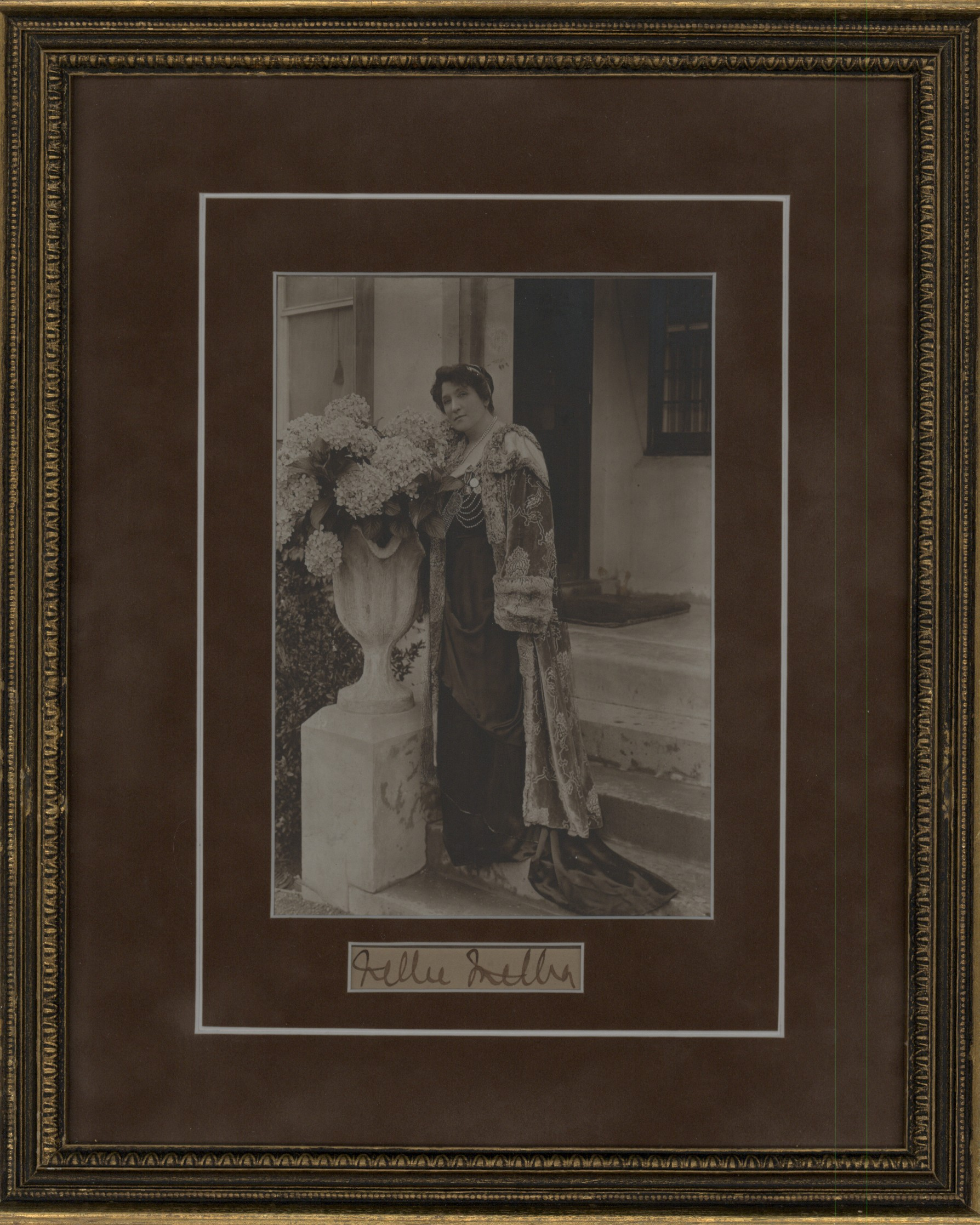 Melba, Nellie - Ensemble Photograph And Signature. - (1403)