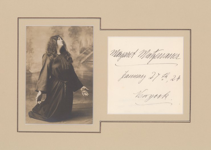 Matzenauer, Margaret - Ensemble With Signature And Photograph. - (2179)