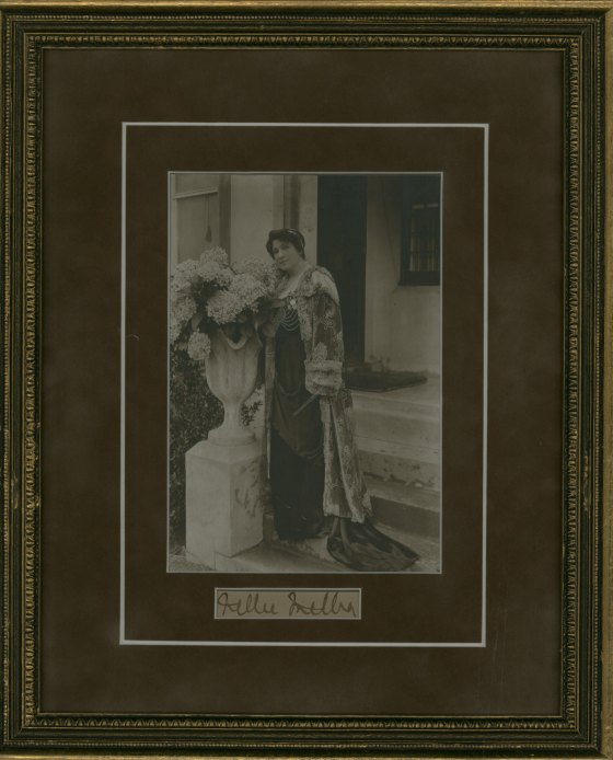 Melba, Nellie - Ensemble Photograph And Signature. - (1404)