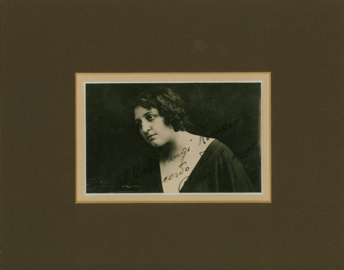 Muzio, Claudia - Photograph Signed - (2354)