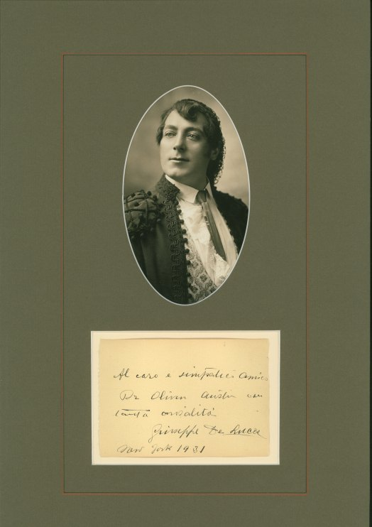 De Luca, Giuseppe - Ensemble With Signature & Photo As Escamillo. - (3696)